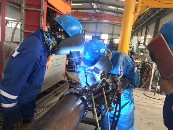 Successful application of full automatic welding machine for Xionggu Pipeline in Abu Dhabi Petroleum